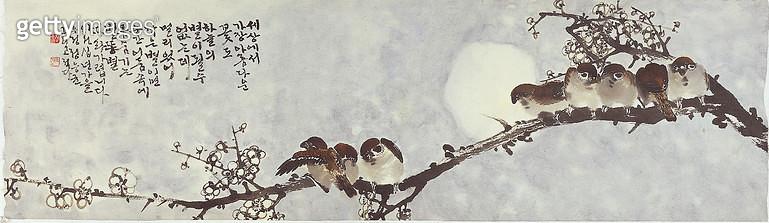 제목 : 화목한가족 (2011년)<br/>소재 : 한지 수묵담채<br/>작품사이즈 : 90x25(㎝)<br/>작품 설명 : 원로작가 한국화 한지 수묵 문인화 나뭇가지 가족 화목 참새 - gettyimageskorea