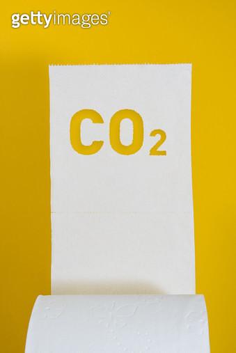 CO2 이산화탄소 글자 모양 화장지 아이디어 - gettyimageskorea
