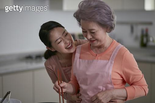 할머니 엄마 요리 - gettyimageskorea