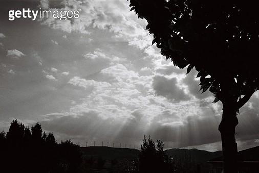 스페인,카미노,콤포스텔라,걷기,필름,여행,배낭여행,자연,풍경,햇살,구름,빛줄기 - gettyimageskorea