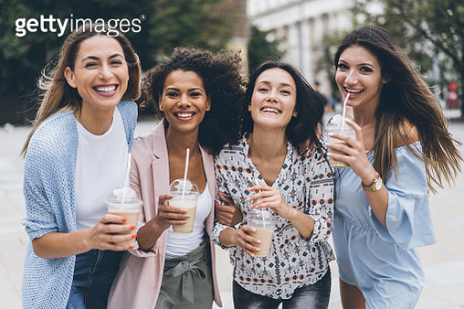 Multi-Ethnic Group of friends drinkig ice coffe - gettyimageskorea