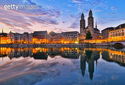 View on the river Limmat, the old town Limmatquai and the landmark Grossmünster (Great Minister) church in Zürich, Switzerland, at sunrise - gettyimageskorea