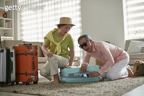 할아버지 할머니 여행준비 - gettyimageskorea