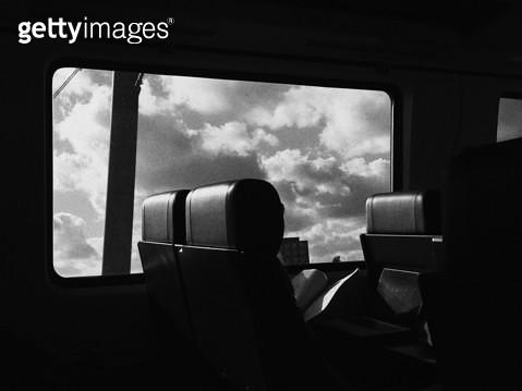 유럽,기차,창가,흑백,필름,구름 - gettyimageskorea
