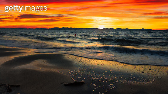 Sunset at 'Clothes Optional' Wreck Beach in Canada - gettyimageskorea