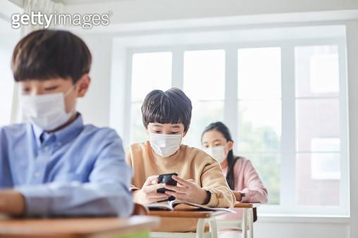 마스크를 쓴 아이들 - gettyimageskorea