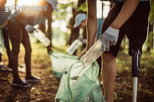 Volunteers cleaning park - gettyimageskorea