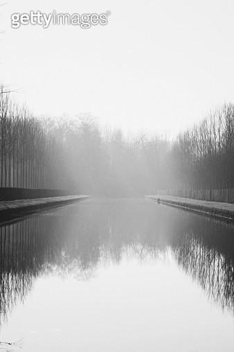프랑스,자연,풍경,공원,호수,흑백,반사,물 - gettyimageskorea