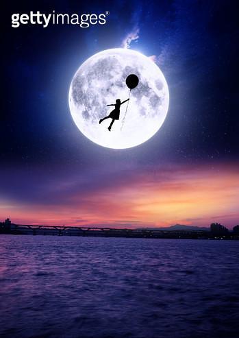 달빛과소녀 - gettyimageskorea