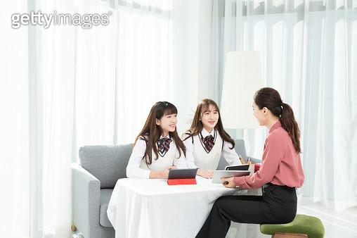 방과후 수업하는 학생, 과외선생님 - gettyimageskorea