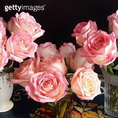 Close-Up Of Rose Bouquet In Vase On Table - gettyimageskorea