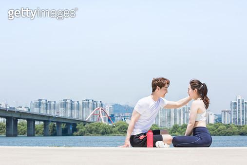 한강공원 운동 커플 - gettyimageskorea