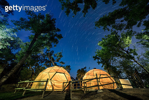 camping under starry sky - gettyimageskorea