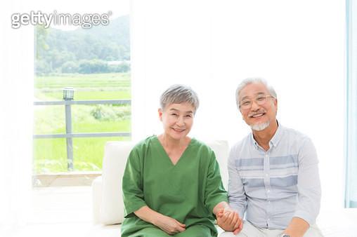 행복한 노후생활을 하는 부부 - gettyimageskorea