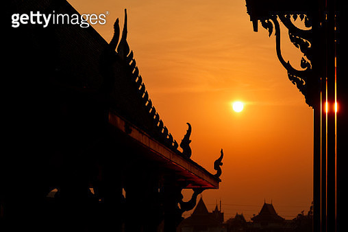 Sunset in Wat Ampu Wararam Temple, by the Chao Phraya River, Thailand, Southeast Asia - gettyimageskorea