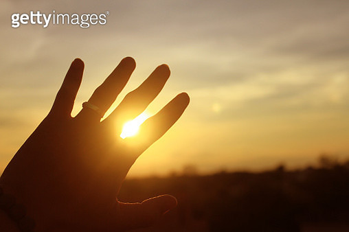 Cropped Hand Of Person Against Sky Sunset Sky - gettyimageskorea