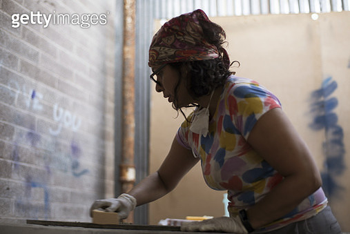 Female artist working in workshop - gettyimageskorea