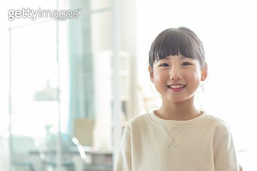 웃고있는 여자 어린이 - gettyimageskorea
