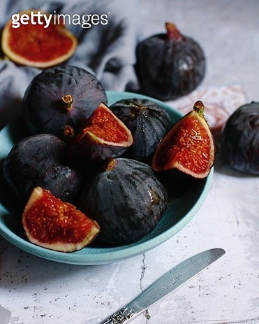 Close-Up Of Figs In Bowl On Table - gettyimageskorea