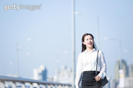 서강대교 여성 회사원 - gettyimageskorea