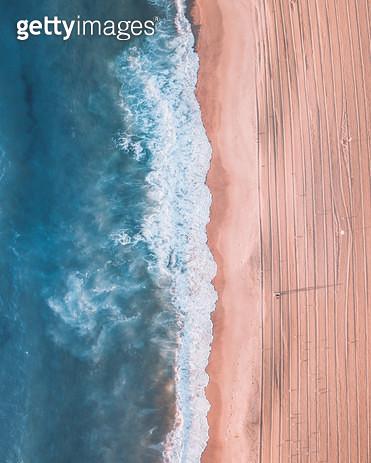 혼자 바다 걷기 - gettyimageskorea