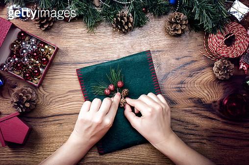 Decorating christmas gift - gettyimageskorea