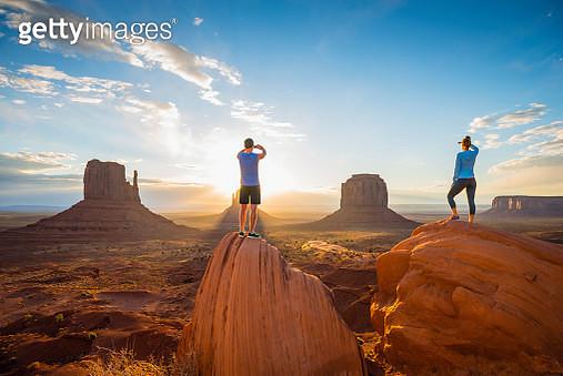 Caucasian couple admiring Monument Valley, Utah, United States - gettyimageskorea