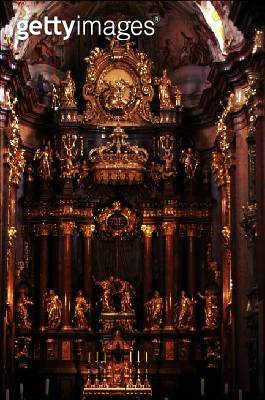 View of the elaborate gilded organ (photo) - gettyimageskorea
