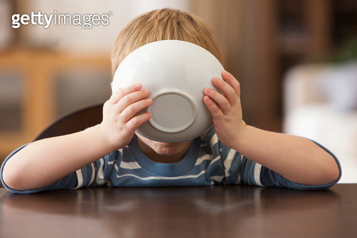 Caucasian boy eating from bowl - gettyimageskorea