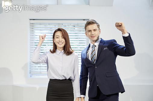 화이팅하는 비즈닌스우먼, 비즈니스맨 - gettyimageskorea