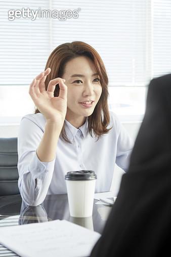 회의 중인 비즈니스우먼 - gettyimageskorea