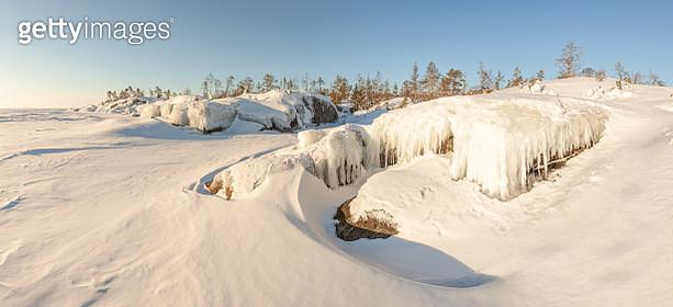 Winter, coast of the frozen lake. - gettyimageskorea