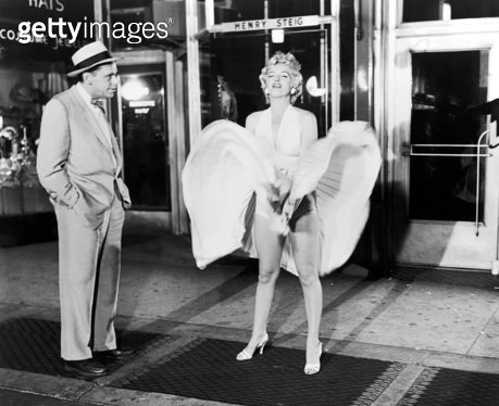 MARILYN MONROE (1926-1962). /nAmerican cinema actress. With Tom Ewell in a scene from The Seven Year Itch, 1955. - gettyimageskorea