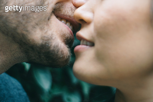 Cropped Image Of Man And Woman Embracing - gettyimageskorea