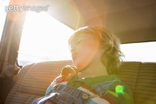 Boy asleep in back seat of car - gettyimageskorea