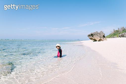 Cute preschool girl on white sand tropical beach, Okinawa, Japan - gettyimageskorea