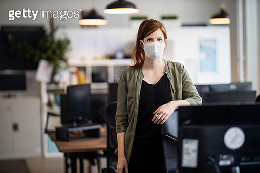 Businesswoman back to work at office after pandemic lockdown - gettyimageskorea