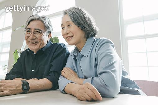 영상통화를 하는 노인들 - gettyimageskorea