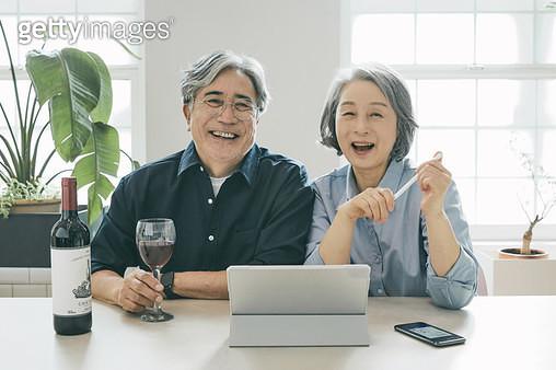 여가 생활을 즐기는 노인들 - gettyimageskorea