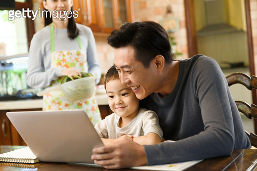Father and daughter watch laptop - gettyimageskorea
