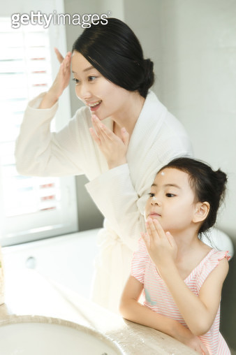 Mother and daughter rub cream - gettyimageskorea