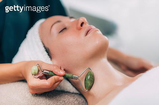 Jade stone roller face massage - gettyimageskorea