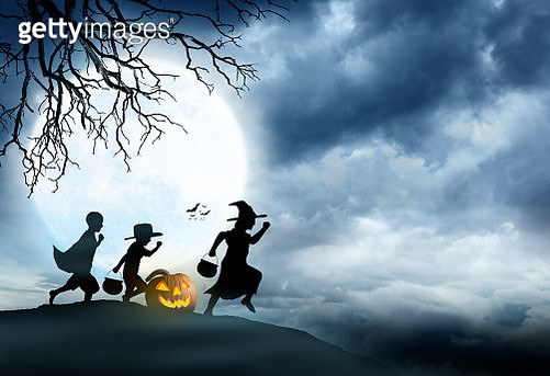 Three Children Dressed Up For Halloween Silhouetted Against Moon - gettyimageskorea