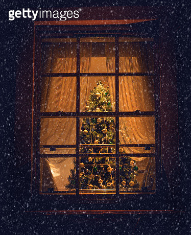 View of a Christmas tree through a living room window - gettyimageskorea