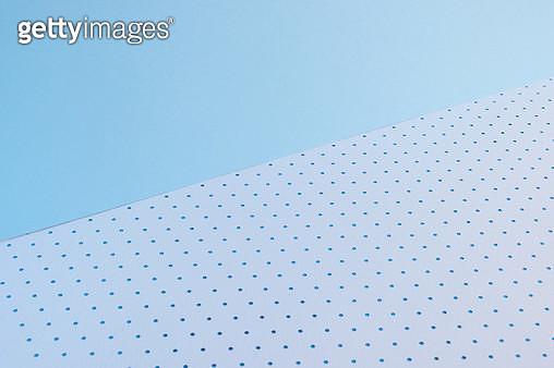 파란배경과 흰색바닥 - gettyimageskorea