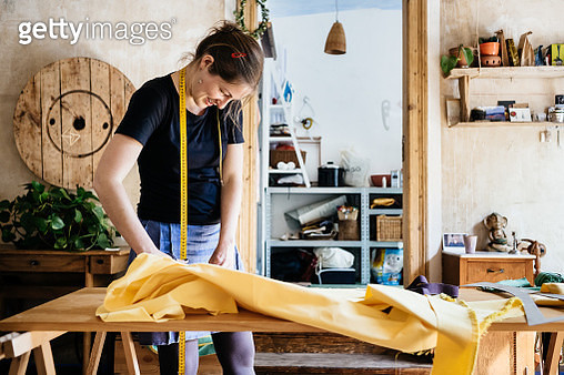 Seamstress With Fabric In Her Workshop - gettyimageskorea