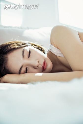 자고있는 여자 - gettyimageskorea