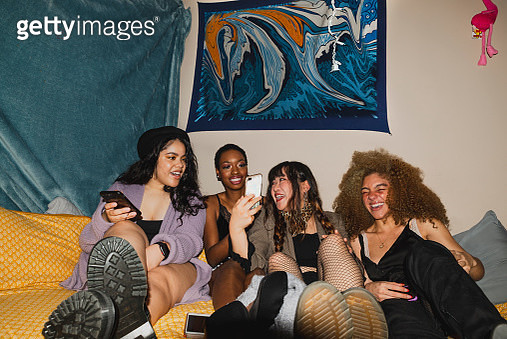 Group of teenage girls at a social gathering looking at their phone - gettyimageskorea