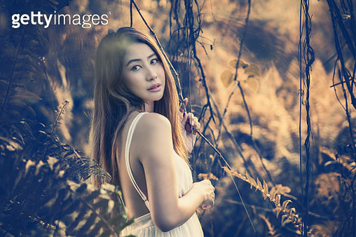 Petty Girl Walking In The Mystic Magic Deep Forest - gettyimageskorea