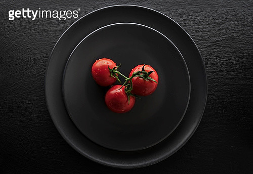 Kiel, Schleswig Holstein, Germany - September 9, 2019 : Red tomatos in front of dark background. View from above. - gettyimageskorea